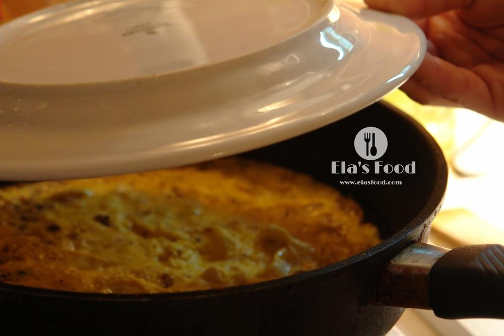 how-to-do-mushroom-recipe-omelette-cheese - Copy.JPG
