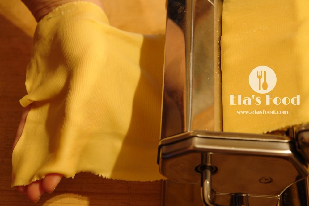 homemade-tagliatelle-pasta-machine.JPG