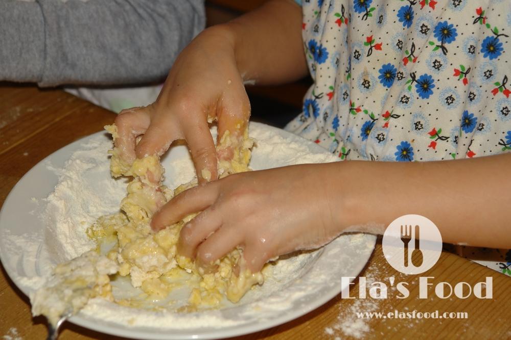 kids-cooking-pasta.JPG