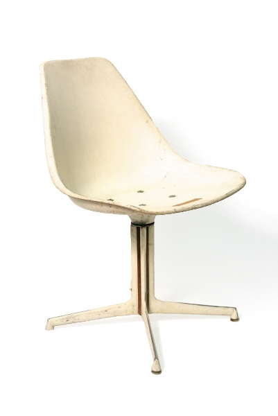 VINTAGE WHITE SHELL CHAIR