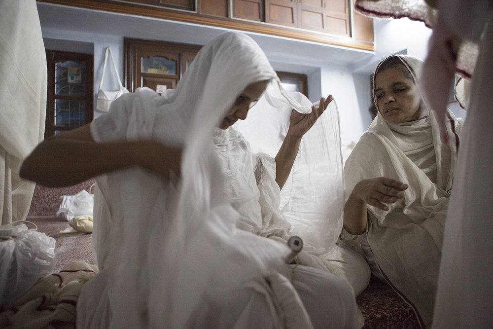 """Swetamber Jain nuns unfolding layers of cloth 2 Jharkand 