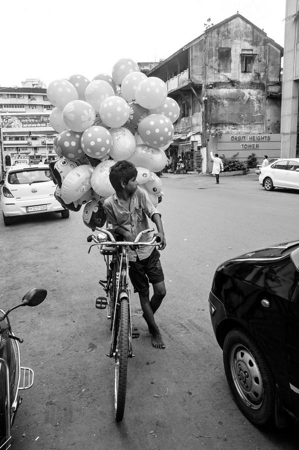 "Boy selling balloons Mumbai 2016 | Archival pigment print | 23"" x 16"""