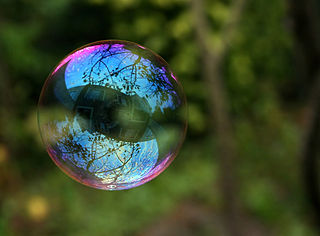 320px-Reflection_in_a_soap_bubble_edit.jpg