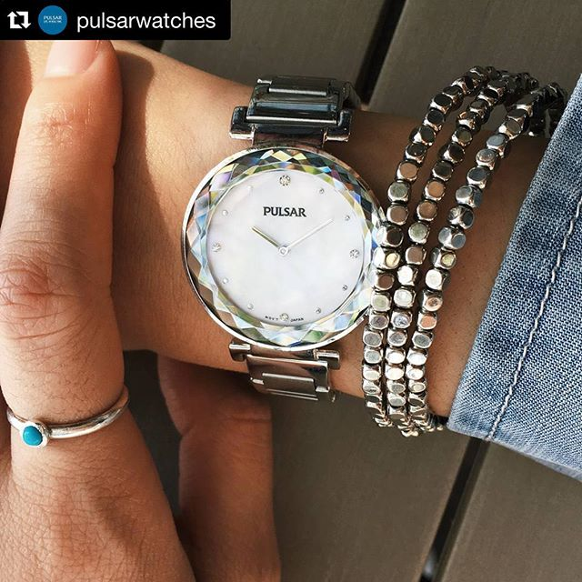 FOR MOM: The #Pulsar PM2079 makes every day out a night out on the town. With a mother of pearl dial and up to 30M water resistance, this watch is as functional as it is beautiful💫#pulsarwatch #fashion #spoilmom #25%offMSRP