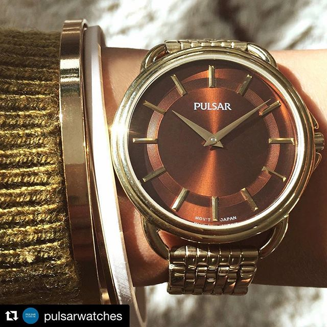 Throwback to the 80's or a modern reinterpretation of #vintage? Model: PM2134 #pulsarwatch #watchesofinstagram #fallcolors