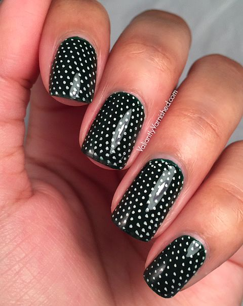 31DC2015-Day5-Green-Nails-Pic1.jpg