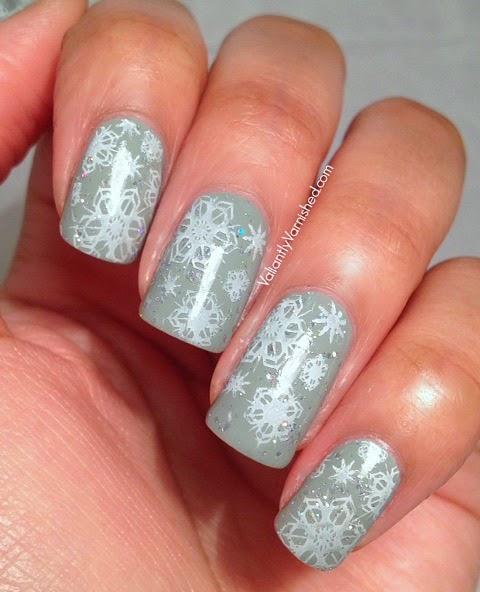Sparkly-Snowflake-Nail-Art-Pic1.jpg