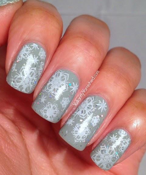 Sparkly-Snowflake-Nail-Art-Pic3.jpg