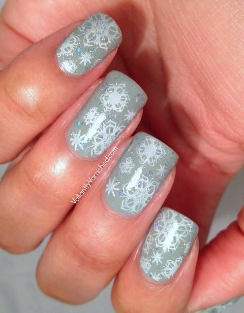 Sparkly-Snowflake-Nail-Art-Pic2.jpg