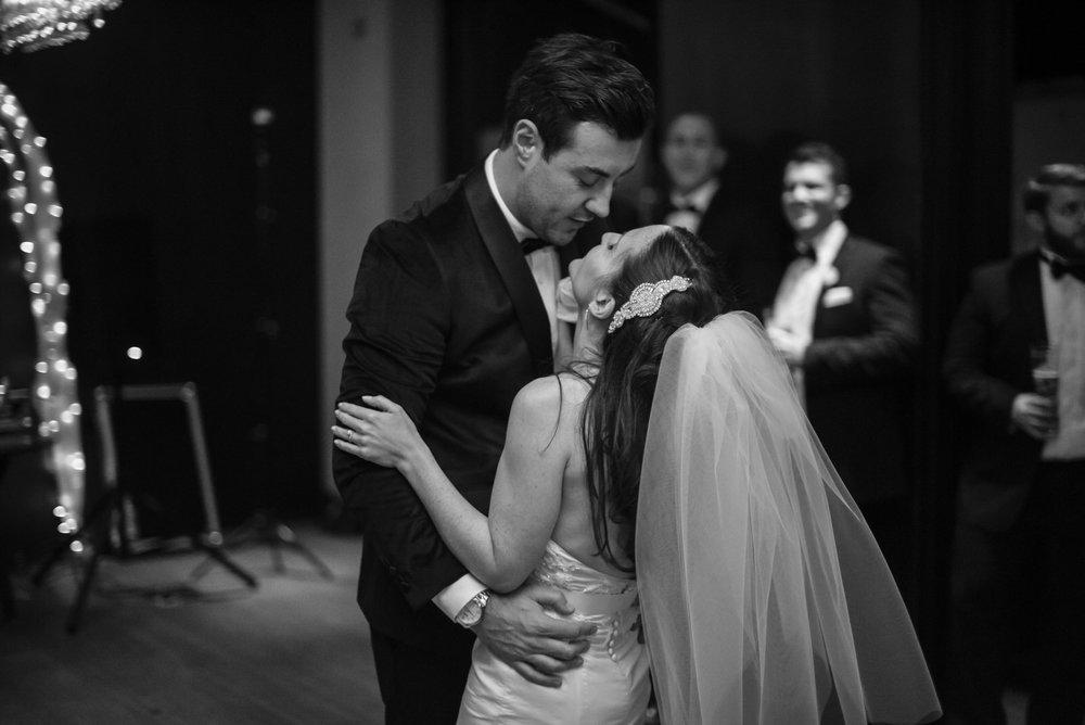 Anna&Oli-Dancing-79.jpg
