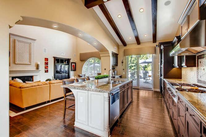 7923 High Time Ridge San Diego-small-014-29-Kitchen-666x444-72dpi.jpg