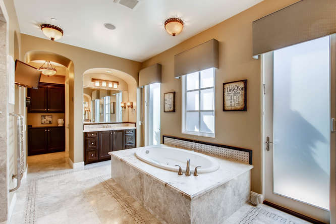 7923 High Time Ridge San Diego-small-018-21-2nd Floor Master Bathroom-666x444-72dpi.jpg