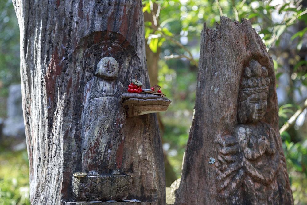 Tree statues