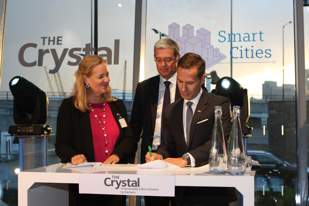 On September 14th 2015, the WCCD signed a new partnership agreement with Siemens at the Digital Transformation of Cities conference at the Crystal in London, in front of over 200 senior representatives from cities and the private sector. The agreement was signed by WCCD CEO and President Patricia McCarney and Siemens Canada CEO Robert Hardt, and was witnessed by Siemens Executive Vice President Pedro Miranda.