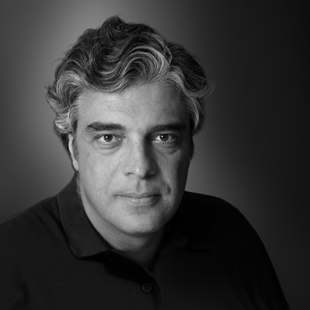 marcello serpa - Serpa studied visual and graphic arts in Germany, where he lived and worked for seven years. Back in Brazil, he worked for DPZ Rio, DPZ São Paulo and DM9. Throughout his career, Serpa has been noted as Brazil's most honored art director, having won gold, silver and bronze medals in the principal Brazilian and international advertising festivals. He is the most awarded art director in the 24-year history of the Annual Clube de Criação; the most honored Brazilian at the Art Directors Club of New York; winner of two Grand Prix at the New York Festival; winner of Gold and Silver at the Clio Awards. He is also the only Brazilian art director to receive Gold at the One Show. In 1998, he was the first Brazilian to preside over the jury at the London Festival.
