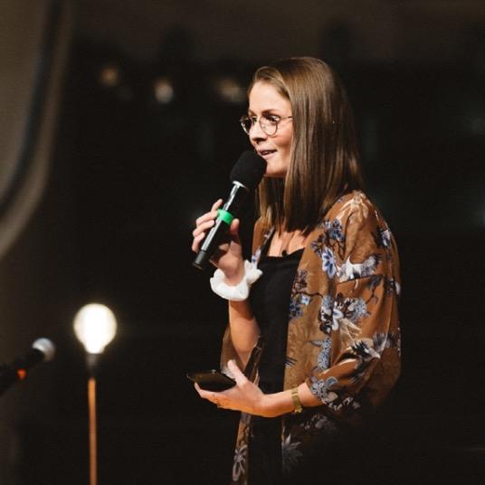 Kristin Hauge Roaldsnes   Prosjektleder for konferansen, pastor og lovsangsleder i Filadelfiakirken Oslo