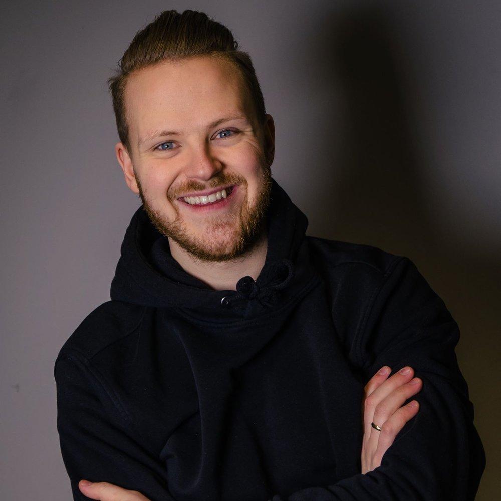 Lars Kirkeby   Spiller bass i bandet