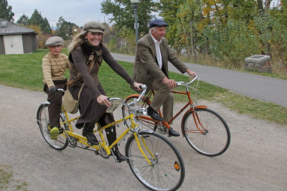 Free Cycles supporters cruising around town for the annual Tweed Ride.