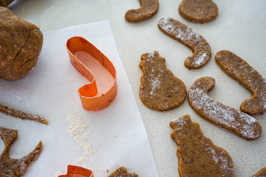 One Bowl Gingerbread Men | Sproutly Stories
