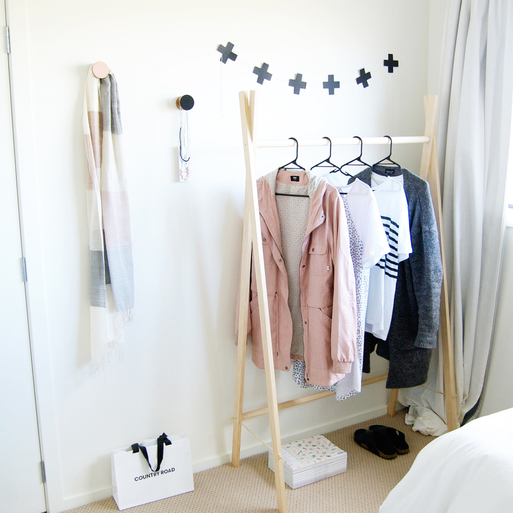 diy wooden clothes rack chloe. Black Bedroom Furniture Sets. Home Design Ideas