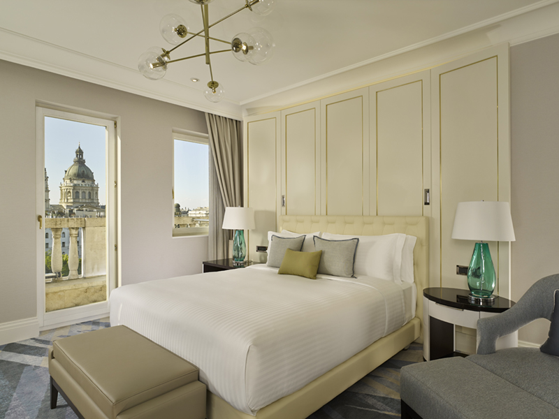 2-TheRitzCarltonBudapest_ClubJuniorSuite_Bedroom.jpg