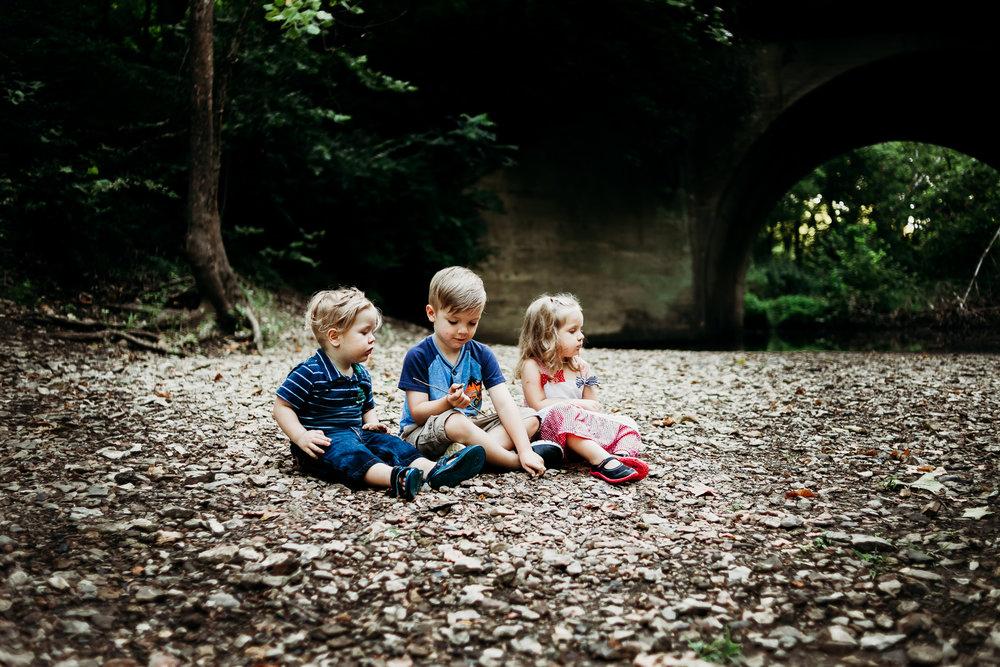 kansas-city-family-photography-at-rush-creek-by-merry-ohler.jpg