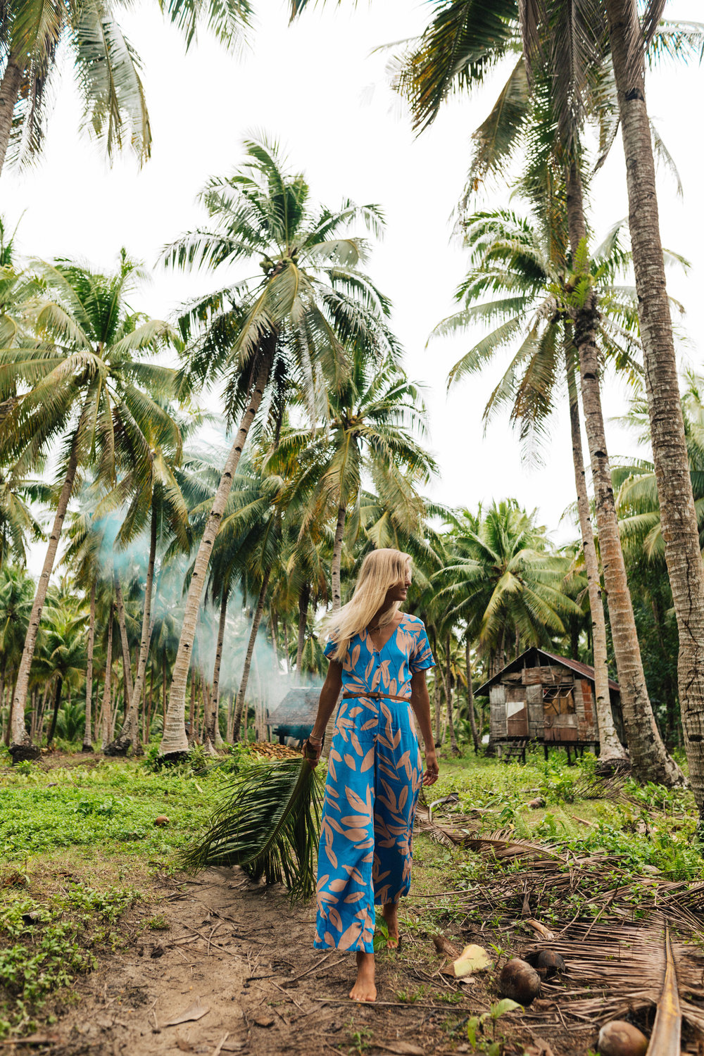 Island palm vibes in the villages on Siargao (outfit: Mister Zimi)