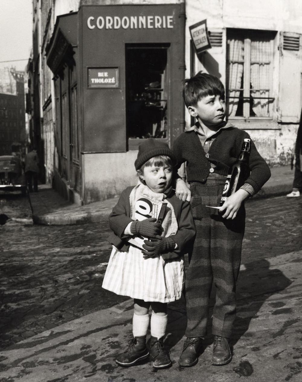 Rue Tholozé, Montmartre, Paris, 1954 ©Dorothy Bohm