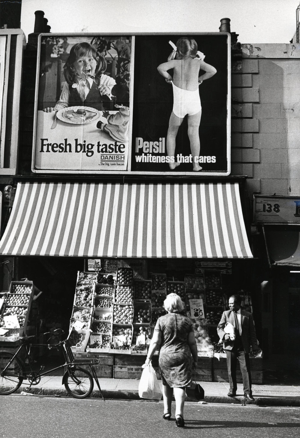 Paddington, London, England, 1960's ©Dorothy Bohm