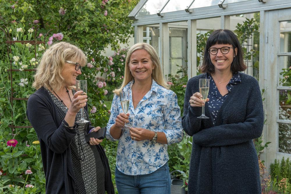 Tre sköna damer; Åsa till vänster, Elin i mitten och Karolina till höger.