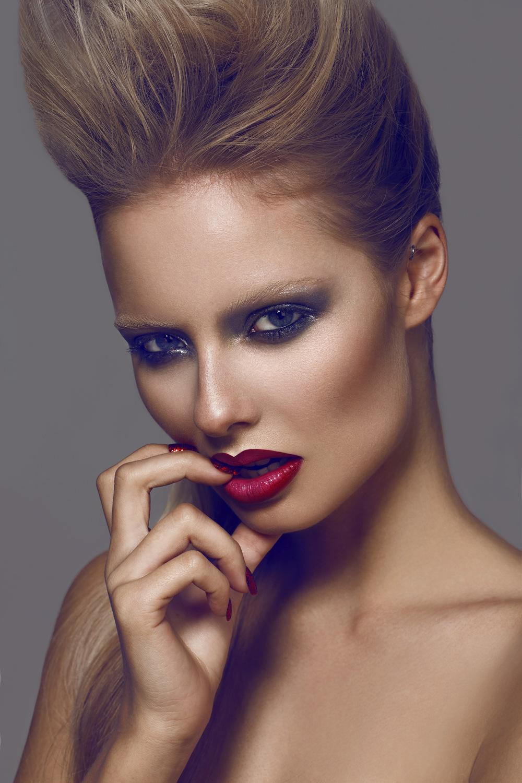 Emily Jane_makeup_bts talent_w1000-13272714351OWtE.jpg