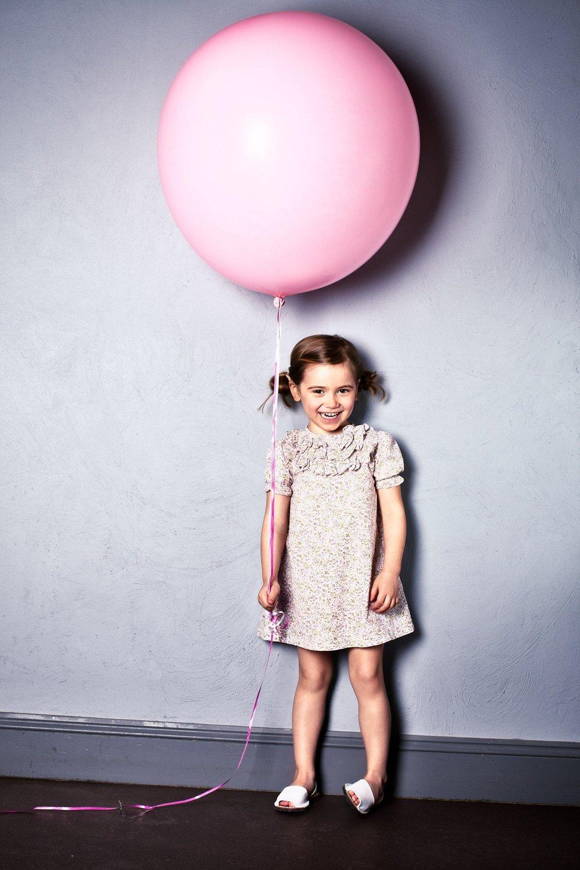 kids-photographer-photography-fashion-london-ruth-rose-pink-balloon-1-1484x2226.jpg