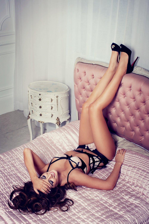 binky-felstead-made-in-chelsea-e4-ruth-rose-celebrity-photographer-bluebella-calendar-signarure-underwear-swimwear-1-1484x2226.jpg