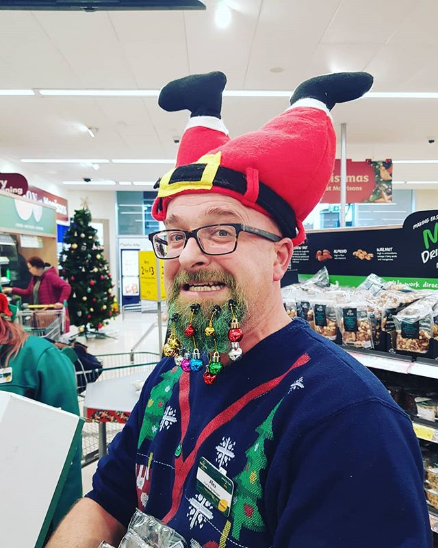 This is Alex. Alex loves Christmas so much that he's gone and done this to himself. We Tree Kings love Alex! Cheers Alex! Merry Christmas, you nutter!! X . . . . #wackywednesday #realtree #keepitreal #christmascountdown #christmasnut #christmasdelivered #baubles
