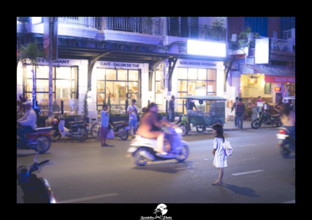 remicito photo, image du jour, photo du jour, photo of the day, phnom penh, homeless, little girl cambodia, petite fille cambodge, terre des hommes, photo cambodge nuit, idée cadeau, idée déco, belle photo