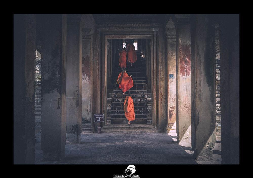 remicito photo, photo du jour, image du jour, photo of the day, french photographer, moines bouddhistes, moines cambodge, moines temples angkor, moines tuniques orange, belle photo, idée cadeau, meilleur photographe français