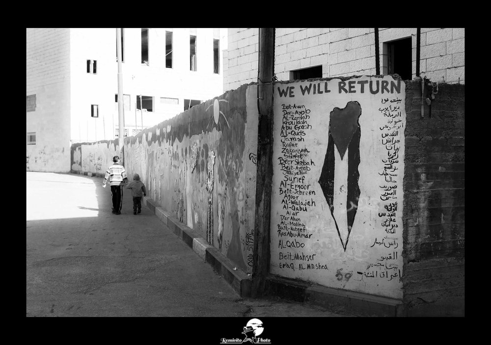 remicito photo, remicito, image du jour, photo du jour, photo of the day, photo noir et blanc aida camp refugee, camp de réfugiés palestine, We will return, we will be back, black and white photography aida refugee camp, photo noir et blanc palestine, enfants réfugiés palestine, bethléem réfugiés, réfugiés palestiniens, belle photo réfugiés