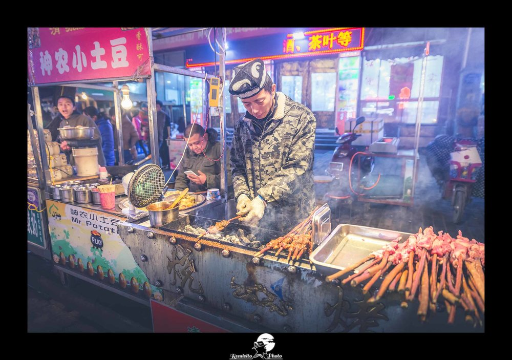 Remicito photo, remicito, image du jour, belle photo du jour, idée cadeau belle photo voyage chine vendeur marché de nuit, marché de nuit xi'an chine route de la soie