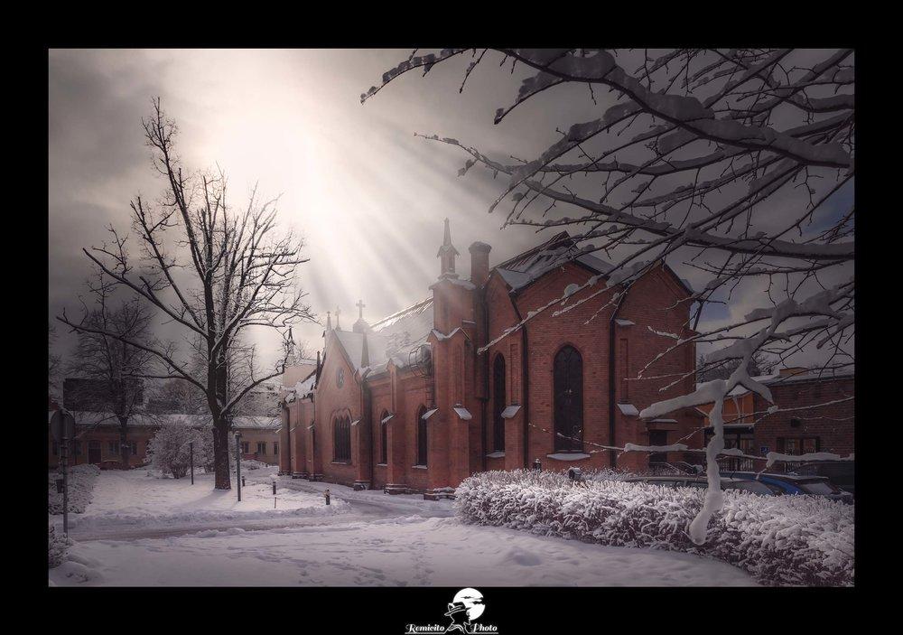 Remicito photo, remicito rémi lacombe photographe paris, belle photo idée cadeau lumière église neige, neige finlande lumière photo cadeau