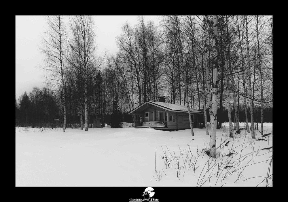 Remicito photo, remicito rémi lacombe photographe français, belle photo noir et blanc neige chalet, hiver photo neige chalet, idée cadeau photo hiver neige chalet finlande