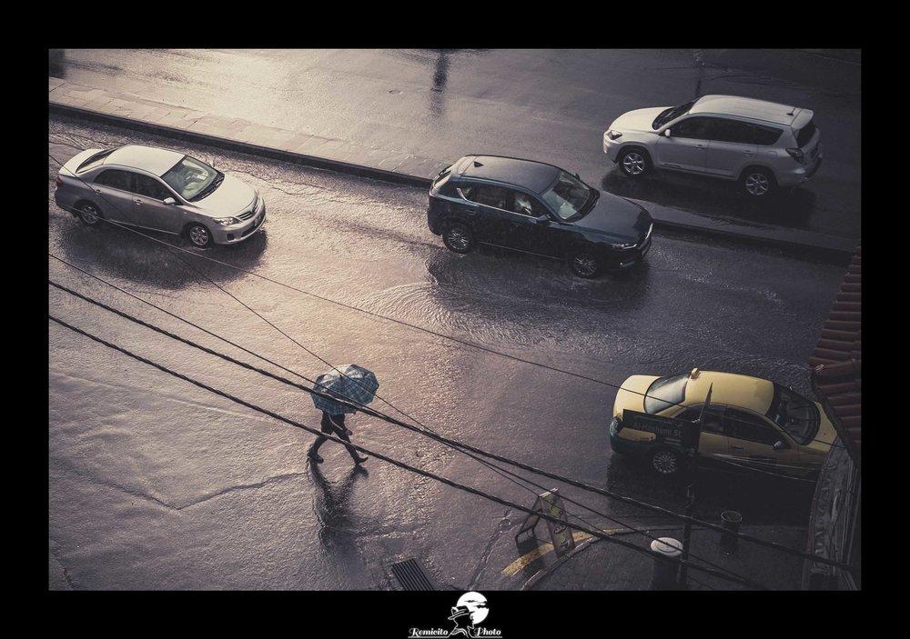 remicito, photoclub paris val-de-bièvres, remicito rémi lacombe, amman jordanie pluie, belle photo homme sous la pluie remicito, remicito photo pluie voyage jordanie, belle photo idée cadeau remicito