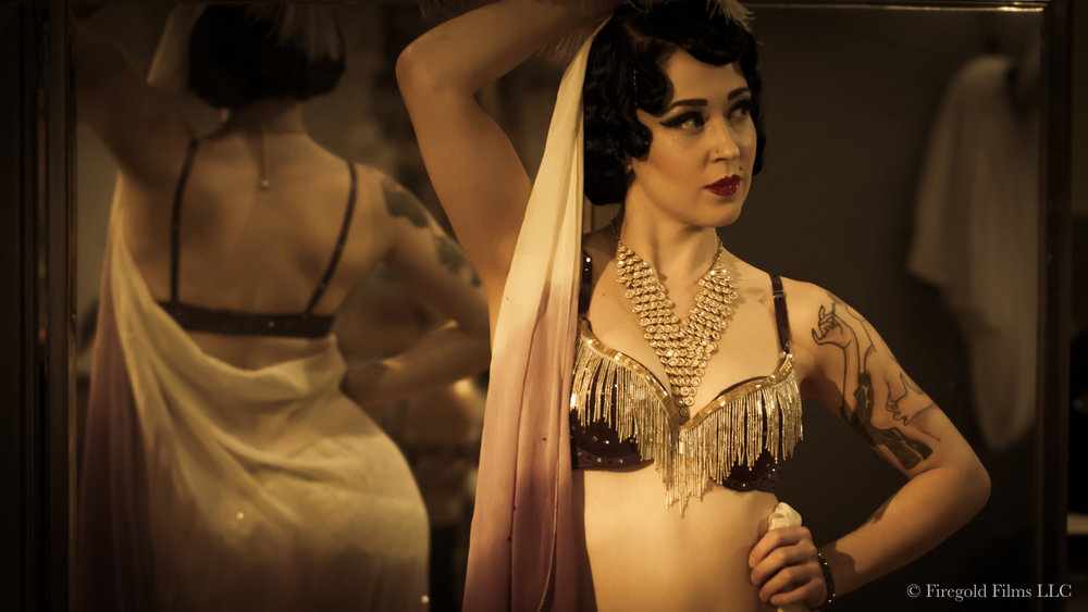 burlesque-model.jpg