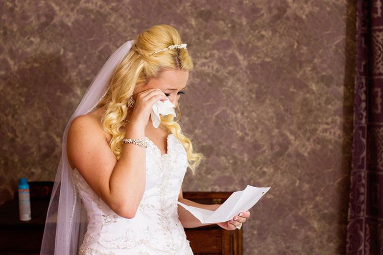 photographers-lexington-virginia-bride-reading-note