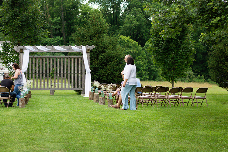 photographers-lexington-virginia-guests-arriving-ceremony
