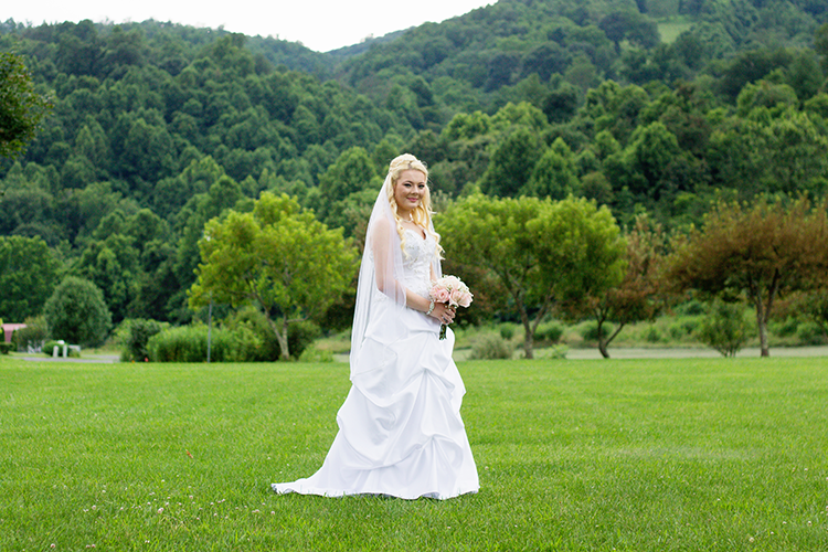 photographers-lexington-virginia-bridal-pose-mountains