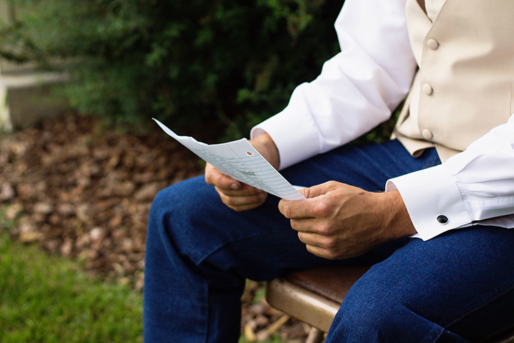 diy-backyard-weddings-falling-spring-wedding-photographers-groom-reading-note-bride