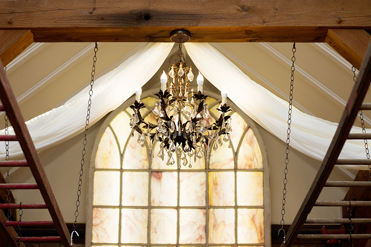 bella-rose-plantation-wedding-lynchburg-virginia-venue-details-ceremony-chandelier