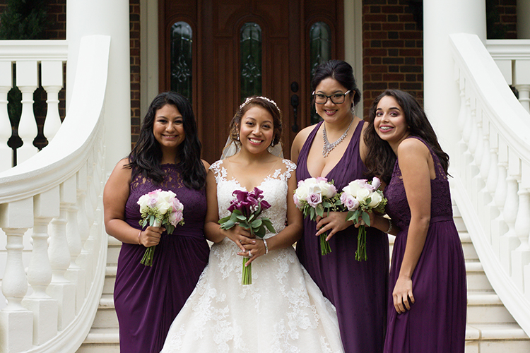 bella-rose-plantation-wedding-lynchburg-virginia-bride-with-bridesmaids-posing-together