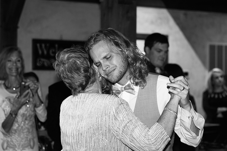 bella-rose-plantation-wedding-lynchburg-virginia-mother-son-emotional-dance