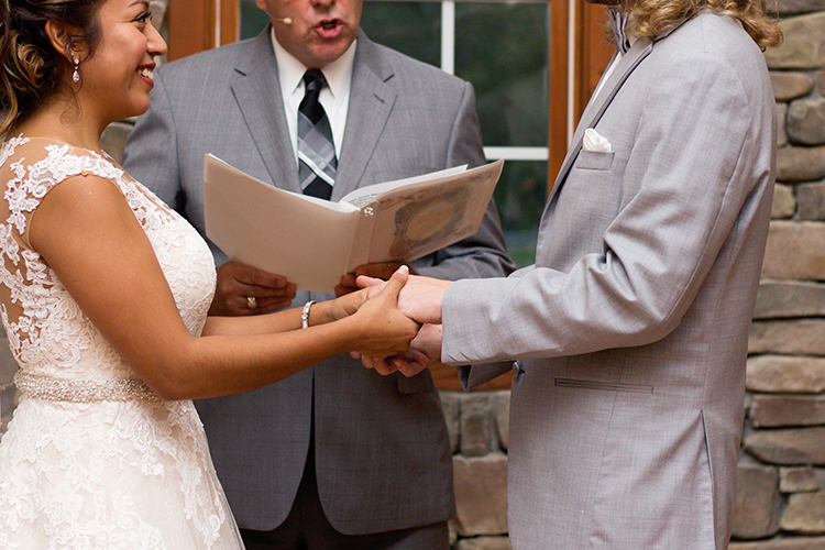 bella-rose-plantation-wedding-lynchburg-virginia-bride-groom-exchanging-vows